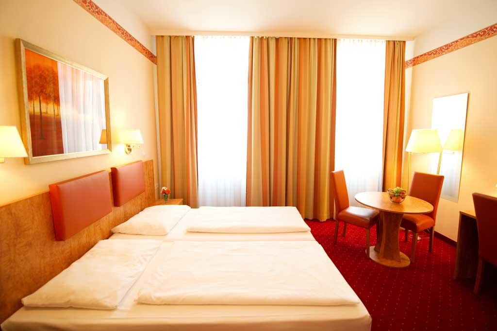 tripleroom1